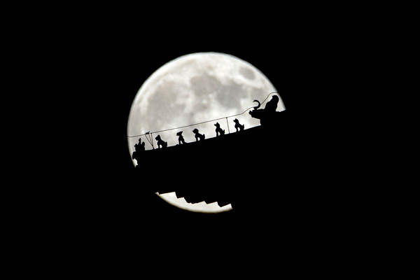 "PHOTOS: ""Supermoon"" visible around the world"