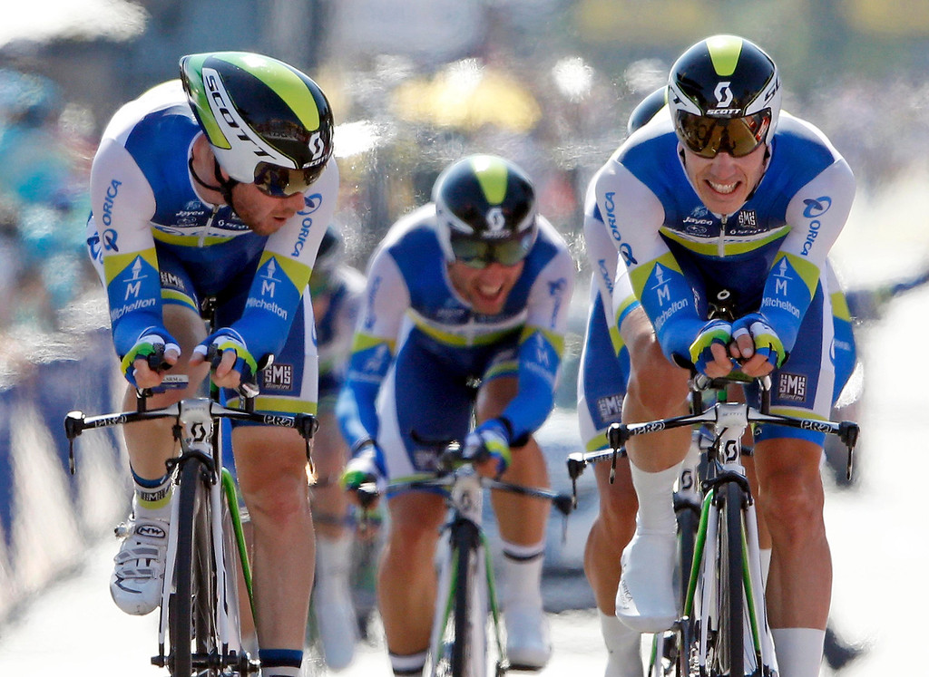 . Orica Greenedge team riders cycle on the Promenade des Anglais during the 25km team time-trial fourth stage of the centenary Tour de France cycling race in Nice July 2, 2013.      REUTERS/Jean-Paul Pelissier