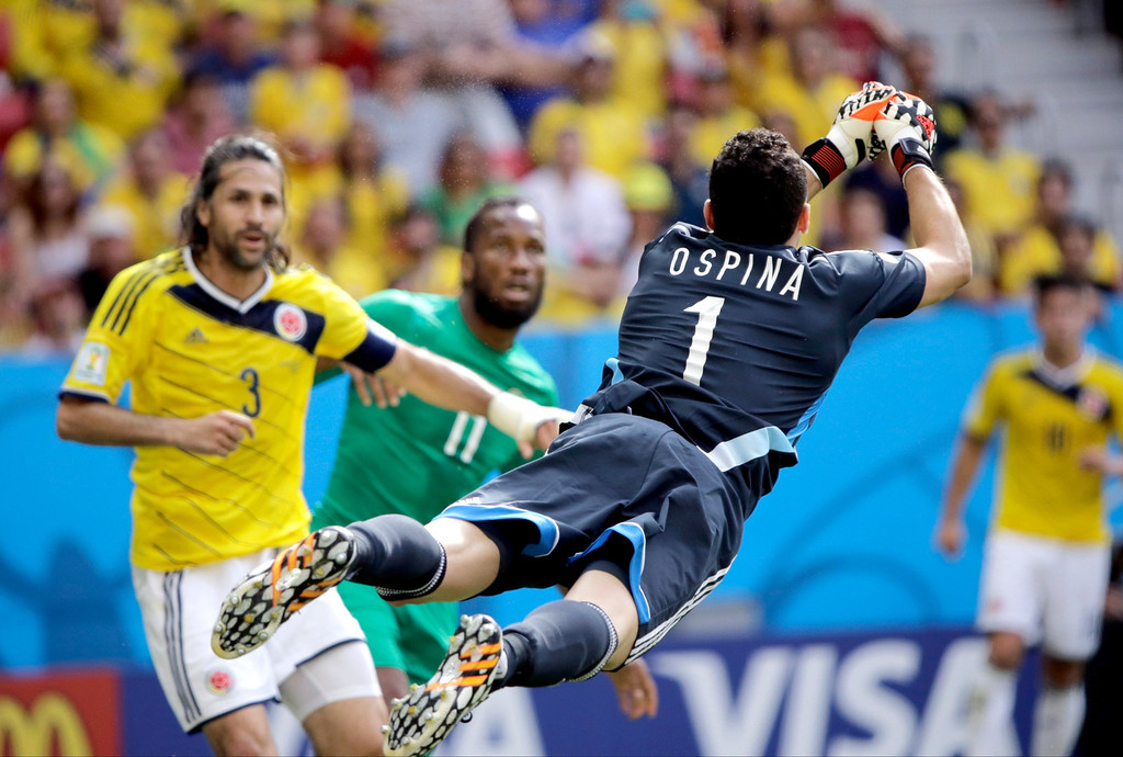 . Colombia\'s goalkeeper David Ospina (1) punches the ball clear during the group C World Cup soccer match between Colombia and Ivory Coast at the Estadio Nacional in Brasilia, Brazil, Thursday, June 19, 2014.  (AP Photo/Sergei Grits)