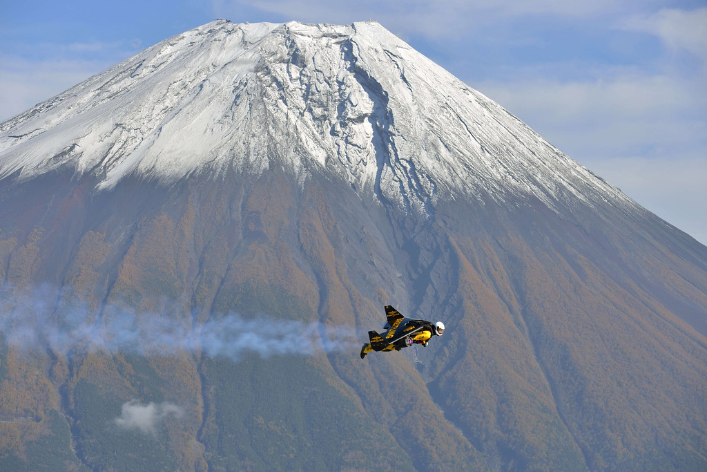 """. This handout picture taken near Fujinomiya in Shizuoka prefecture on October 30, 2013 and released on November 6, 2013 shows Swiss pilot Yves Rossy, or \""""Jetman\"""", flying near Mount Fuji.    AFP PHOTO / Breitling SA & JETMAN PROJECT / KATSUHIKO TOKUNAGA /AFP/Getty Images"""