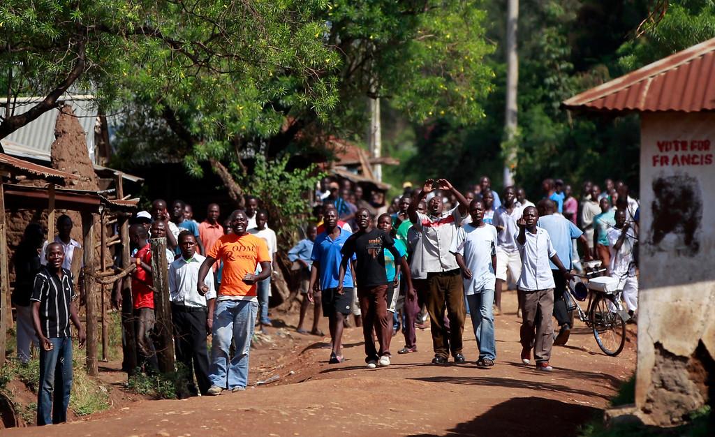 . Demonstrators chant slogans as tension arises after Uhuru Kenyatta was declared winner of Kenya\'s presidential election, in Kenya\'s western town of Kisumu, 350km (218 miles) from the capital Nairobi, March 9, 2013. REUTERS/Thomas Mukoya