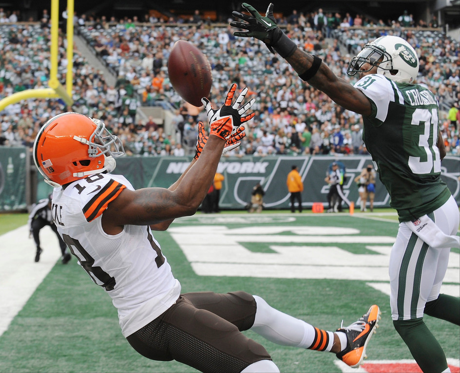 . New York Jets cornerback Antonio Cromartie (31) breaks up a pass to Cleveland Browns\' Greg Little (18) during the first half of an NFL football game on Sunday, Dec. 22, 2013, in East Rutherford, N.J.  (AP Photo/Bill Kostroun)