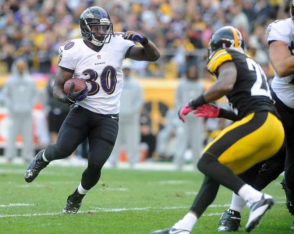 . Bernard Pierce # 30 of the Baltimore Ravens runs against the Pittsburgh Steelers defense during the second quarter at Heinz Field on October 20, 2013 in Pittsburgh, Pennsylvania. (Photo by Vincent Pugliese/Getty Images)