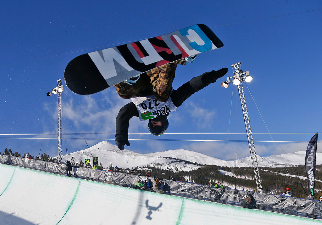 . Taylor Gold competes during the men\'s snowboarding superpipe final at the Dew Tour iON Mountain Championships, Saturday, Dec. 14, 2013, in Breckenridge, Colo. (AP Photo/Julie Jacobson)