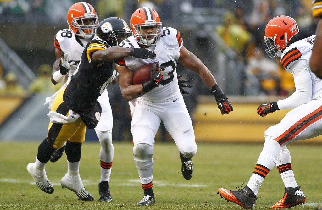. Craig Robertson #53 of the Cleveland Browns runs after making an interception against the Pittsburgh Steelers during the game on December 29, 2013 at Heinz Field in Pittsburgh, Pennsylvania.  (Photo by Justin K. Aller/Getty Images)
