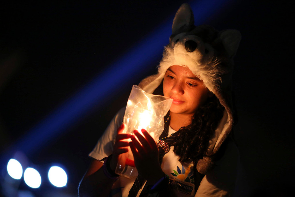 . Yasmin Nunes, a student, holds a candle during celebrations of Earth Hour, organized by WWF Brazil, at the Museum of the Republic in Brasilia March 23, 2013. Earth Hour, when everyone around the world is asked to turn off the lights for an hour from 8.30 pm local time, is meant as a show of support for tougher actions to combat climate change. REUTERS/Ueslei Marcelino