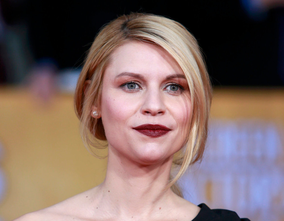 """. Actress Claire Danes of the TV drama \""""Homeland\"""" arrives at the 19th annual Screen Actors Guild Awards in Los Angeles, California January 27, 2013.  REUTERS/Adrees Latif"""
