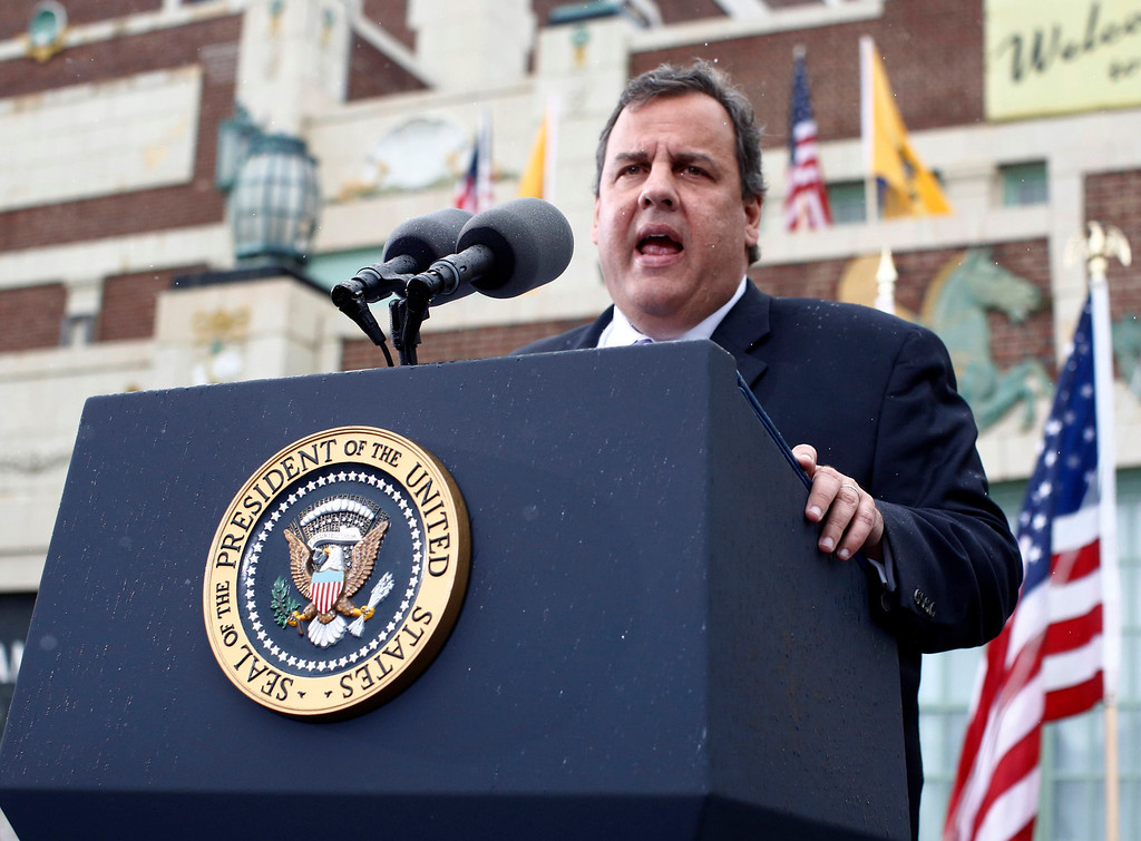 . New Jersey Governor Chris Christie introduces U.S. President Barack Obama from the presidential lectern at Asbury Park in New Jersey, May 28, 2013.  REUTERS/Jason Reed
