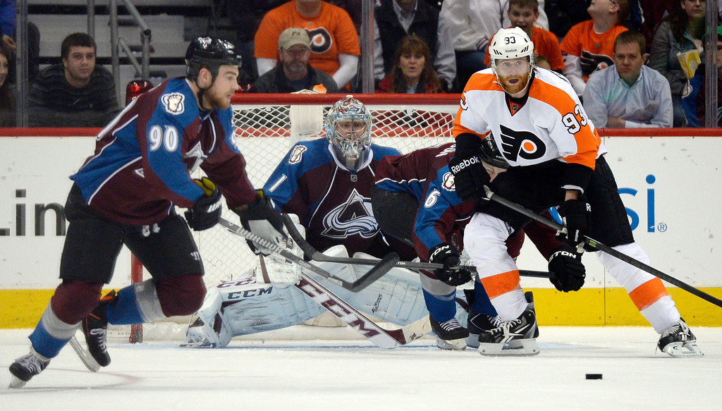 . Colorado Avalanche goalie Semyon Varlamov (1) looks on in goal as Philadelphia Flyers right wing Jakub Voracek (93) and Colorado Avalanche center Ryan O\'Reilly (90) watch the puck come in to the zone during the third period January 2, 2014 at Pepsi Center. (Photo by John Leyba/The Denver Post)