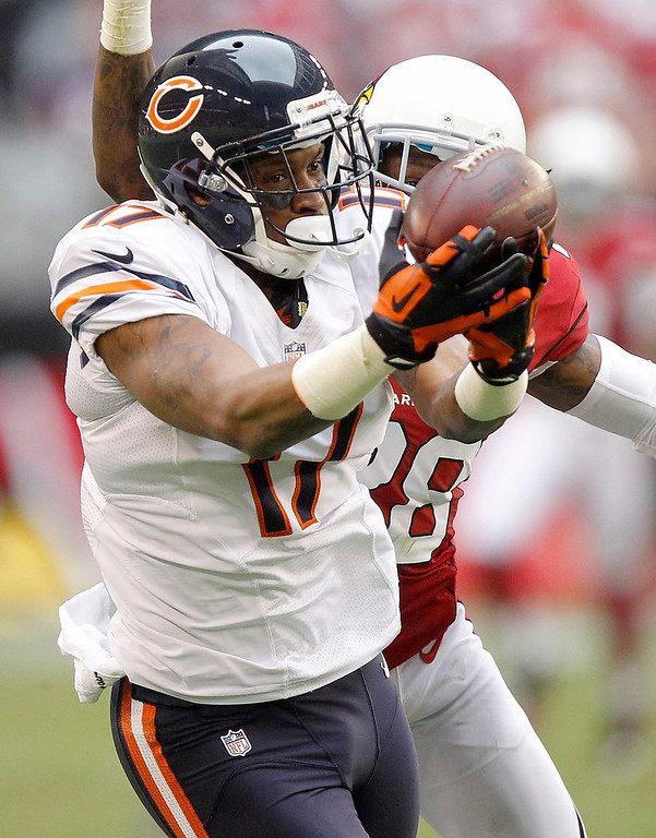 . Chicago Bears wide receiver Alshon Jeffery (17) pulls in a pass as Arizona Cardinals cornerback Greg Toler defends during the first half of an NFL football game, Sunday, Dec. 23, 2012, in Glendale, Ariz. (AP Photo/Paul Connors)