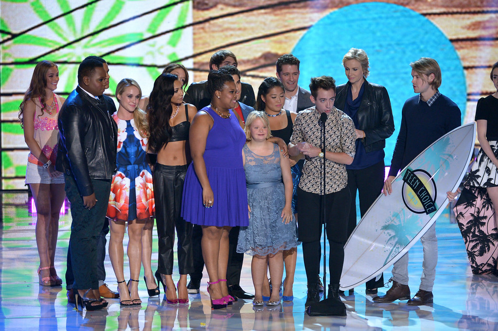 ". Cast members from ""Glee\"" accept the award for choice TV show: comedy at the Teen Choice Awards at the Gibson Amphitheater on Sunday, Aug. 11, 2013, in Los Angeles. (Photo by John Shearer/Invision/AP)"