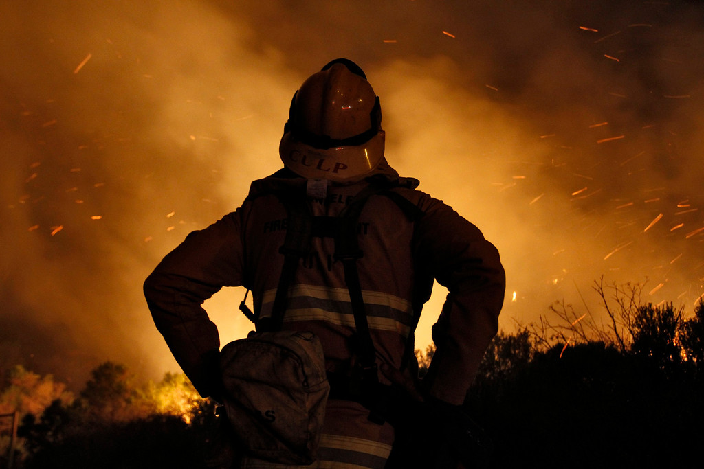. A firefighter monitors a flare up of the Springs Fire at Point Mugu State Park, May 3, 2013.  REUTERS/Jonathan Alcorn