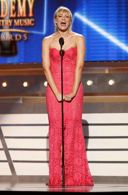 . Actress Kaley Cuoco introduces Lady Antebellum at the 48th ACM Awards in Las Vegas, April 7, 2013.  REUTERS/Mario Anzuoni