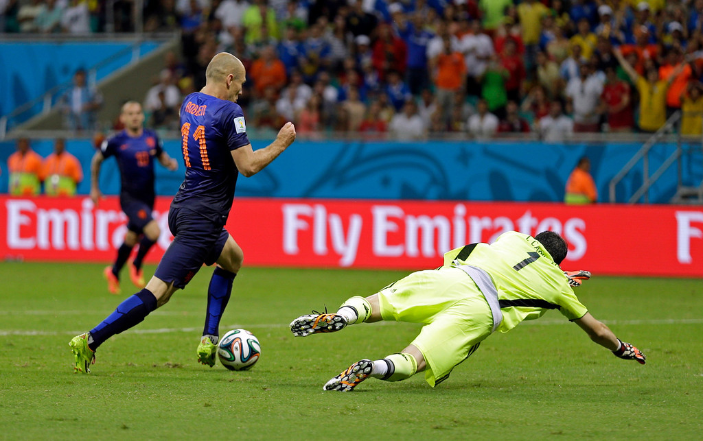 . Netherlands\' Arjen Robben goes around Spain\'s goalkeeper Iker Casillas to score his side\'s fifth goal during the second half of the group B World Cup soccer match between Spain and the Netherlands at the Arena Ponte Nova in Salvador, Brazil, Friday, June 13, 2014.  (AP Photo/Natacha Pisarenko)