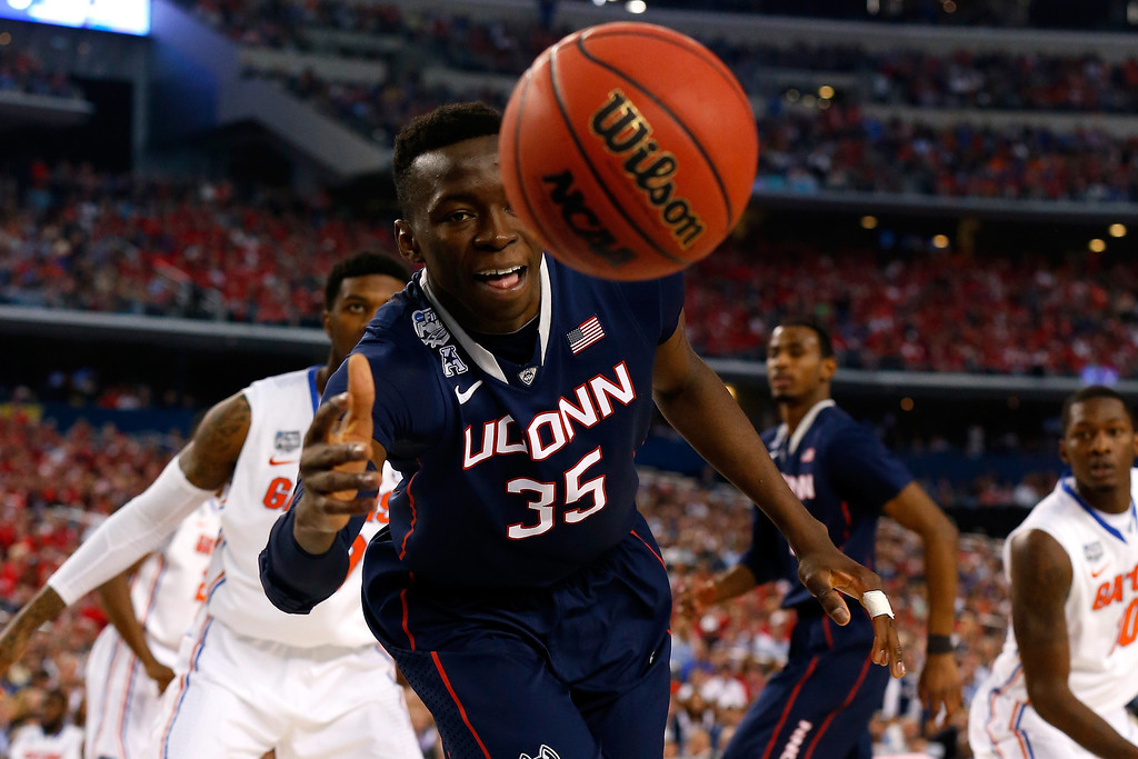 . ARLINGTON, TX - APRIL 05: Amida Brimah #35 of the Connecticut Huskies goes for a loose ball against the Florida Gators during the NCAA Men\'s Final Four Semifinal at AT&T Stadium on April 5, 2014 in Arlington, Texas.  (Photo by Tom Pennington/Getty Images)