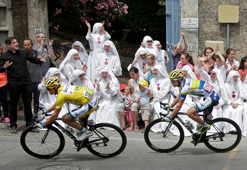 . Race leader yellow jersey holder Orica Greenedge team rider Simon Gerrans of Australia cycles past Sisters of the Consolation congregation during the 228.5 km fifth stage of the centenary Tour de France cycling race from Cagnes-Sur-Mer to Marseille July 3, 2013.      REUTERS/Jacky Naegelen