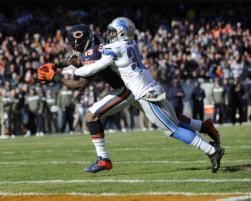 . Brandon Marshall #15 of the Chicago Bears catches a  touchdown pass in front of Darius Slay #30 of the Detroit Lions during the first quarter on November 10, 2013 at Soldier Field in Chicago, Illinois. (Photo by David Banks/Getty Images)