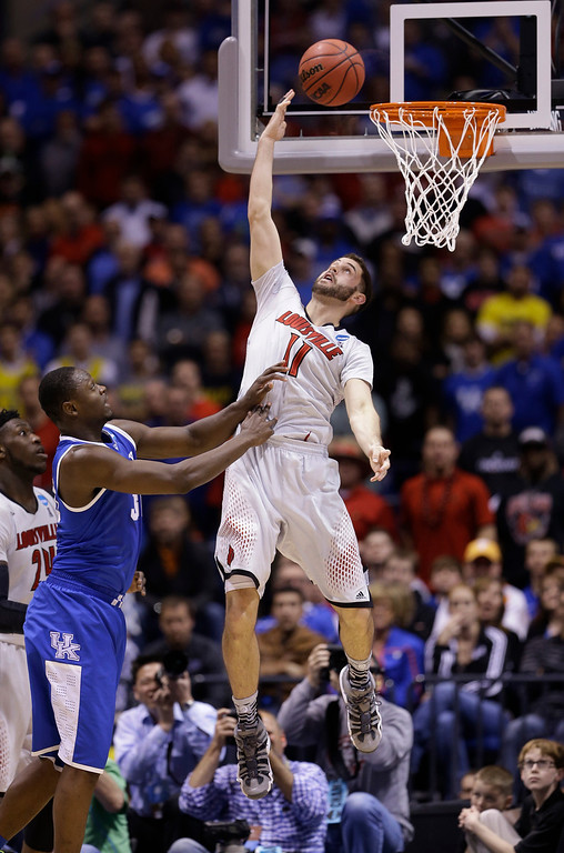 . Louisville\'s Luke Hancock (11) shoots with Kentucky\'s Julius Randle defending during the second half of an NCAA Midwest Regional semifinal college basketball tournament game Friday, March 28, 2014, in Indianapolis. (AP Photo/David J. Phillip)