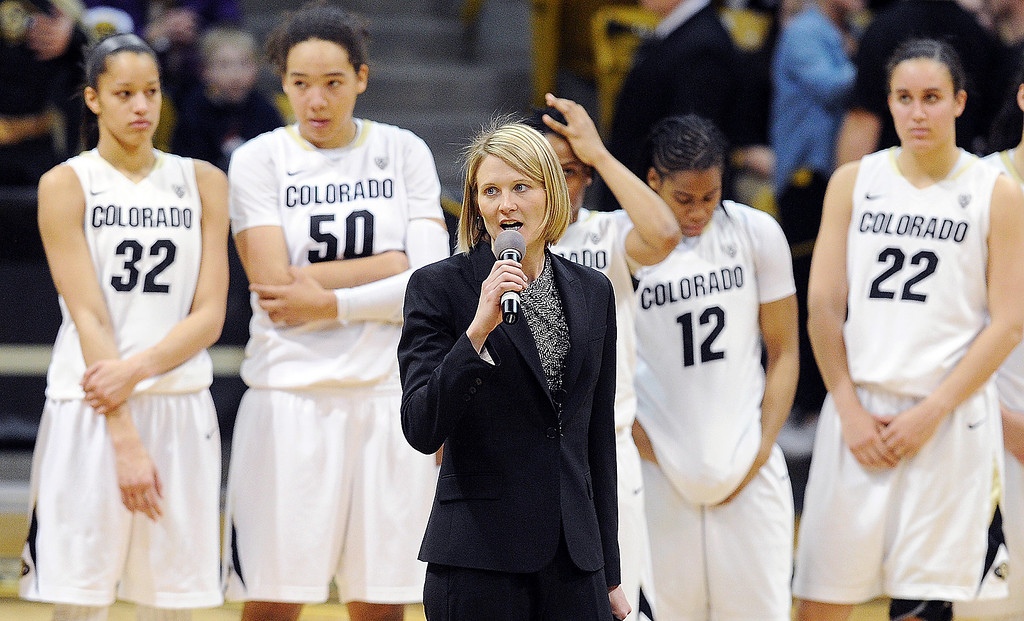 . CU coach Linda Lappe thanks the fans for their support this season.    (Class Grassmick/Daily Camera)