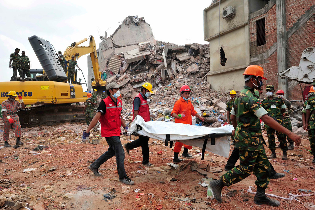 . Rescue workers carry the remains of a garment worker, which was retrieved from the rubble of the collapsed Rana Plaza building, in Savar, around 30 km (19 miles) outside Dhaka April 30, 2013. REUTERS/Khurshed Rinku