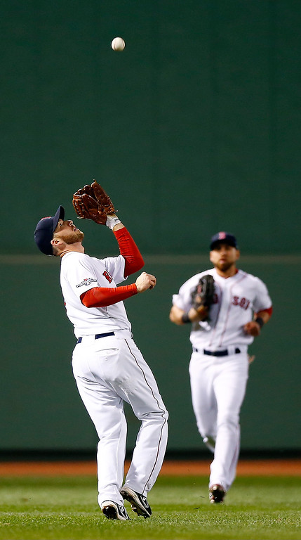 . Stephen Drew #7 of the Boston Red Sox makes a catch in the third inning against the Detroit Tigers during Game Two of the American League Championship Series at Fenway Park on October 13, 2013 in Boston, Massachusetts.  (Photo by Jared Wickerham/Getty Images)