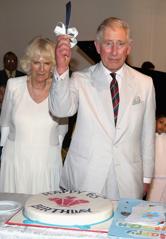 . Prince Charles, Prince of Wales cuts his 65th Birthday cake as Camilla, Duchess of Cornwall looks on during a reception at the British High Commission on November 14, 2013 in Colombo, Sri Lanka.   (Photo by Chris Jackson/Getty Images)