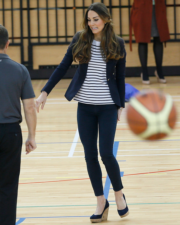 . Britain\'s Kate, The Duchess of Cambridge tours a sports hall during a visit to a SportsAid Athlete Workshop, at the Queen Elizabeth Olympic Park in London, Friday, Oct. 18, 2013. (AP Photo/Kirsty Wigglesworth)