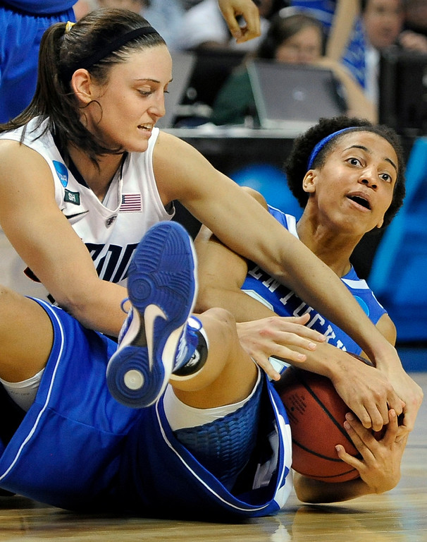 . Connecticut\'s Kelly Faris, left, pressures Kentucky\'s Kastine Evans, right, during the second half of a  women\'s regional final game in the NCAA college basketball tournament in Bridgeport, Conn., Monday, April 1, 2013. Connecticut won 83-53.(AP Photo/Jessica Hill)