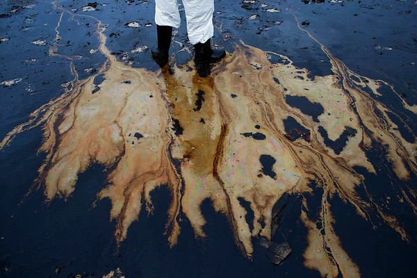 Photos: Oil spill reaches popular beach in the Gulf of Thailand