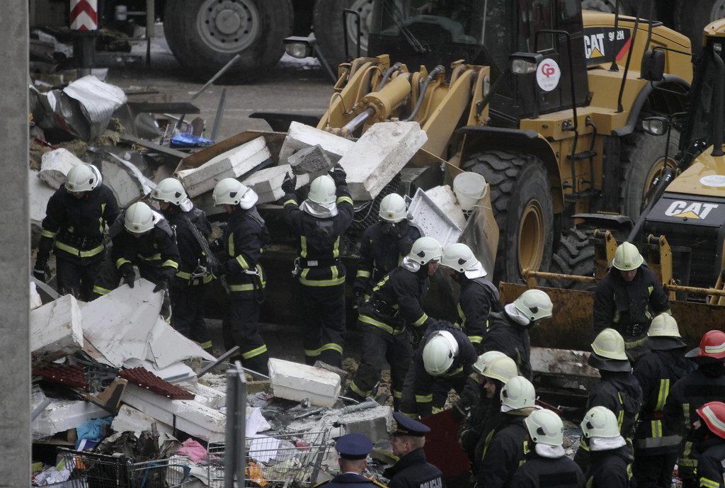 . Rescue work is underway outside the Maxima supermarket after its roof collapsed, in Riga, Latvia, 22 November 2013.  EPA/VALDA KALNINA