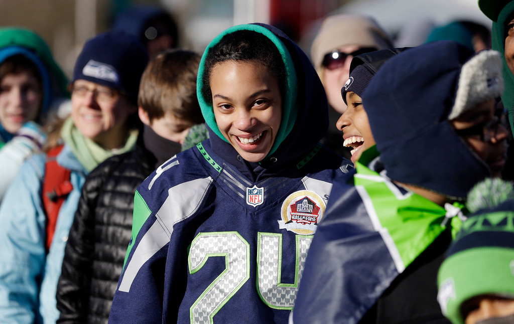 . Seattle Seahawks fans stand bundled against the cold as they wait for the Super Bowl champions parade to begin Wednesday, Feb. 5, 2014, in Seattle. (AP Photo/Elaine Thompson)