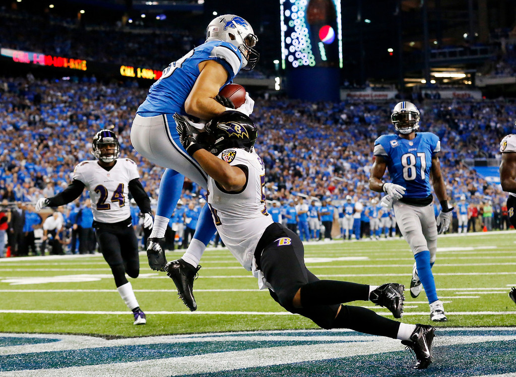 . Detroit Lions tight end Joseph Fauria, left, defended by Baltimore Ravens inside linebacker Daryl Smith catches a 14-yard pass for a touchdown during the fourth quarter of an NFL football game in Detroit, Monday, Dec. 16, 2013. (AP Photo/Paul Sancya)