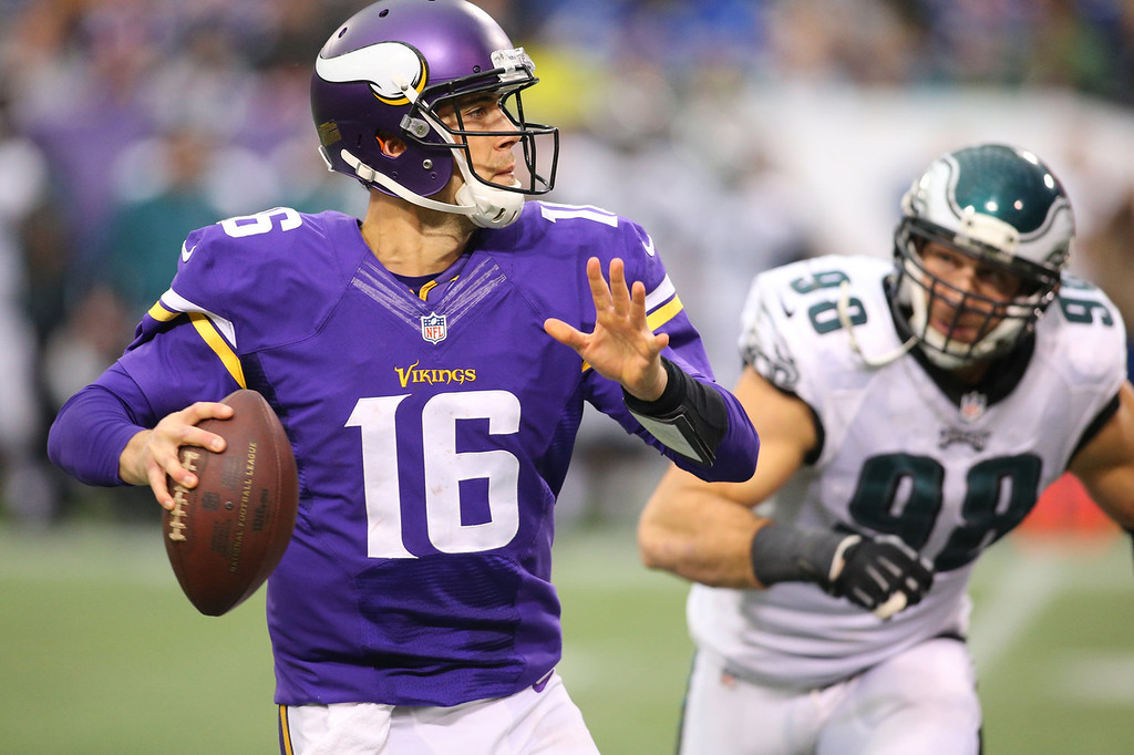 . Matt Cassel #16 of the Minnesota Vikings looks for an open receiver while Connor Barwin #98 of the Philadelphia Eagles applies pressure on December 15, 2013 at Mall of America Field at the Hubert H. Humphrey Metrodome in Minneapolis, Minnesota. (Photo by Adam Bettcher/Getty Images)