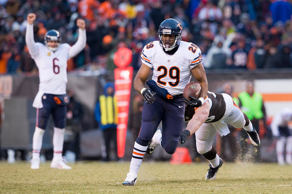 . Quarterback Jay Cutler #6 celebrates as running back Michael Bush #29 of the Chicago Bears runs in a touchdown during the second half against the Cleveland Browns at FirstEnergy Stadium on December 15, 2013 in Cleveland, Ohio. The Bears defeated the Browns 38-31. (Photo by Jason Miller/Getty Images)
