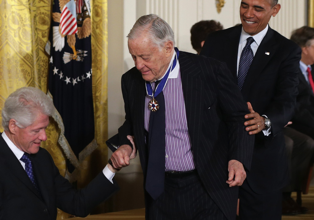 . Former editor of the Washington Post Ben Bradlee (C) returns to his seat as U.S. President Barack Obama (R) and former U.S. President Bill Clinton (L) look on after Bradlee was presented with the Presidential Medal of Freedom in the East Room at the White House on November 20, 2013 in Washington, DC.  (Photo by Alex Wong/Getty Images)
