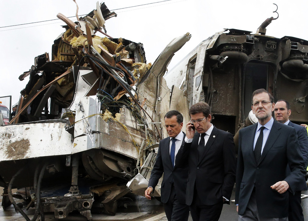 . Spanish Prime Minister Mariano Rajoy (R) and Galicia\'s regional President Alberto Nunez Feijoo (2nd L) visit the site of a train accident near the city of Santiago de Compostela on July 25, 2013. AFP PHOTO / POOL / LAVANDEIRA JR/AFP/Getty Images