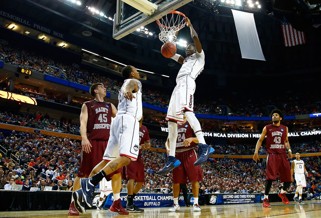 . BUFFALO, NY - MARCH 20:  Amida Brimah #35 of the Connecticut Huskies dunks against the Saint Joseph\'s Hawks during the second round of the 2014 NCAA Men\'s Basketball Tournament at the First Niagara Center on March 20, 2014 in Buffalo, New York.  (Photo by Jared Wickerham/Getty Images)