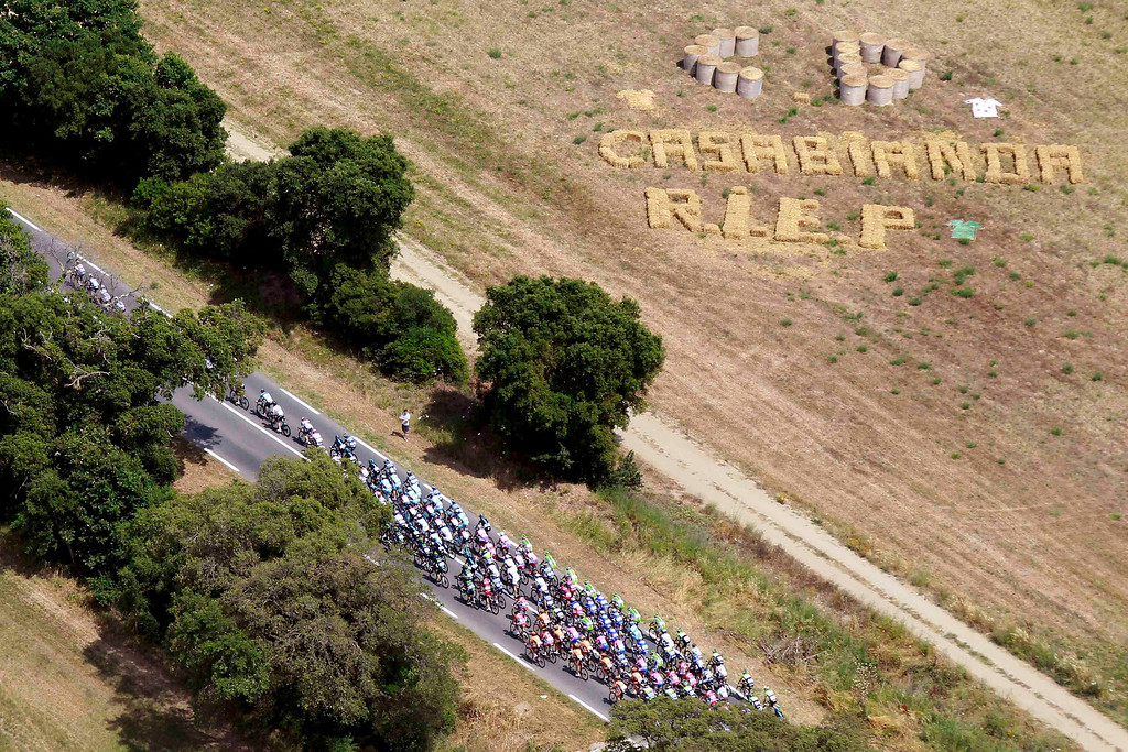 . Aerial view as the pack makes its way past fields during the 213 km first stage of the centenary Tour de France cycling race from Porto-Vecchio to Bastia, on the French Mediterranean island of Corsica June 29, 2013.   REUTERS/Pascal Pochard Casabianca/Pool