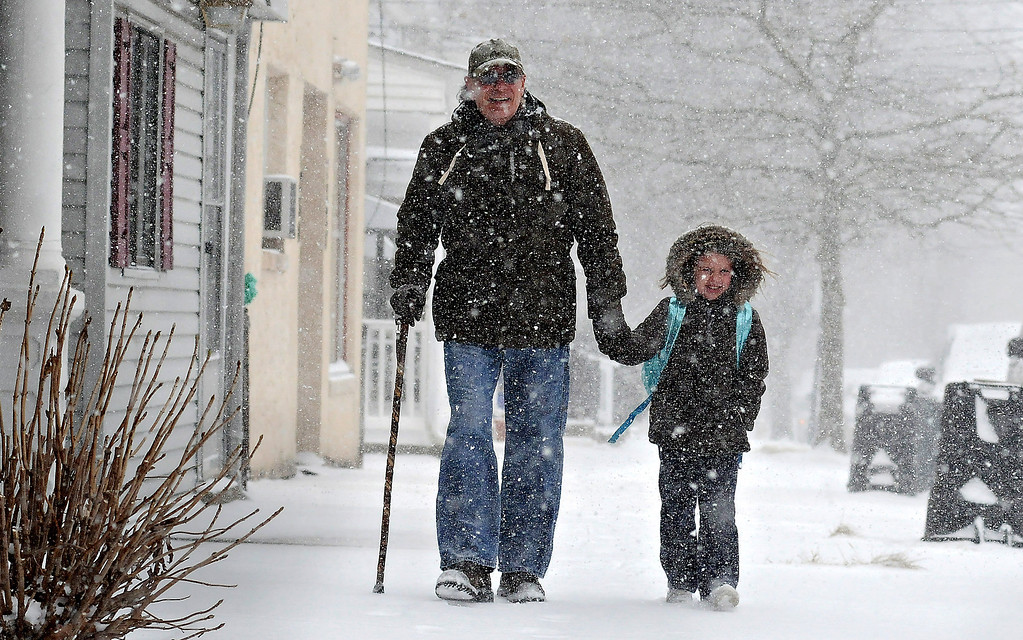 . Tony Ciambrello and his granddaughter Addie Maurer walk home in the snow from St Mark\'s Catholic School in Bristol Borough, Pa.,  Tuesday, Jan. 21, 2014.   (AP Photo/Lebanon Daily News, Kim Weimer )