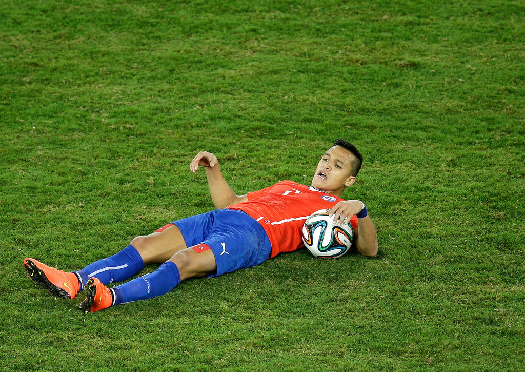 . Chile\'s Alexis Sanchez lies on the ground during the group B World Cup soccer match between Chile and Australia in the Arena Pantanal in Cuiaba, Brazil, Friday, June 13, 2014. (AP Photo/Michael Sohn)