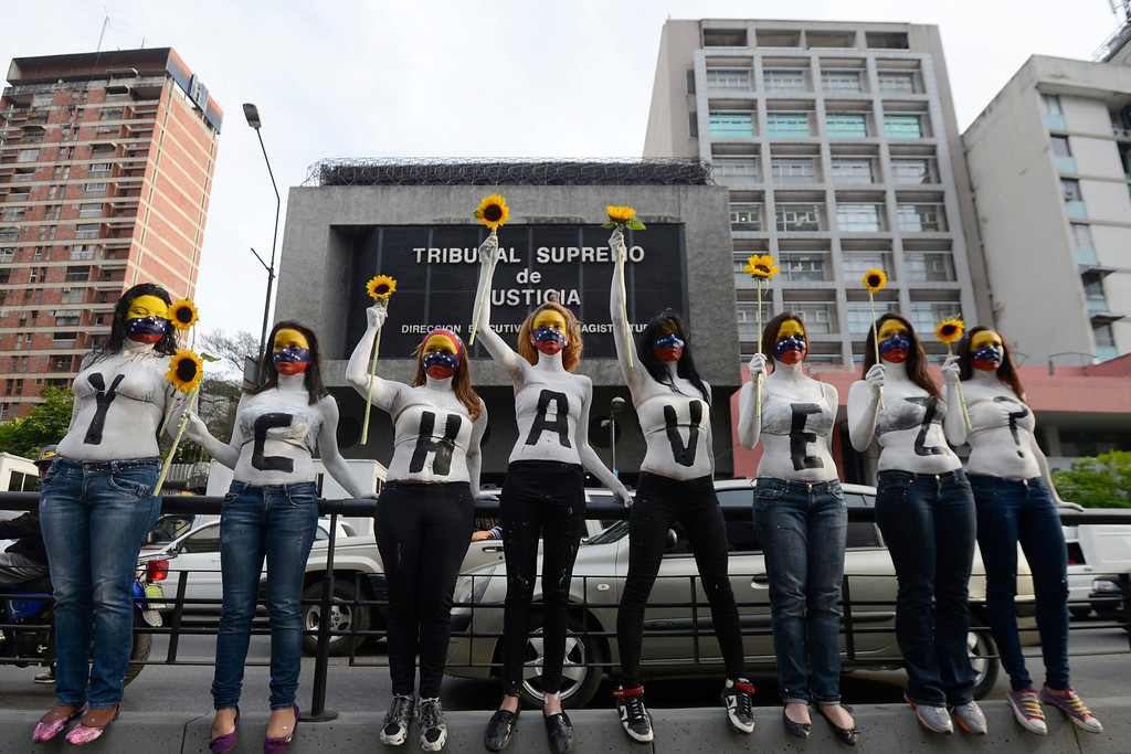 ". Students who support opposition political groups take part in a demonstration in Caracas March 4, 2013. Protesters are demanding proof that the cancer-stricken Venezuelan leader is still alive and governing. The words say ""And Chavez?\"" REUTERS/Stringer"