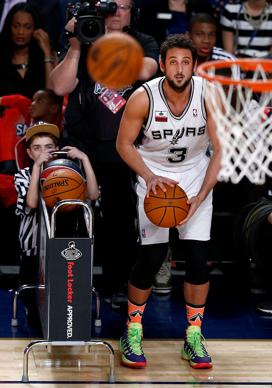 . Marco Belinelli of the San Antonio Spurs and Italy prepares to shoot in the Three-Point Contest during the NBA All-Star Saturday Night festivities in New Orleans, Louisiana, USA, 15 February 2014. Belinelli won the contest.  EPA/DAN ANDERSON