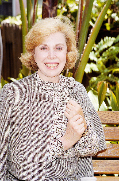 """. Dr.Joyce Brothers takes a brake from a busy schedule in Los Angeles, September 1, 1987 to talk about her upcoming television series,\""""The Psychology Behind the news.\"""" (AP Photo/Nick Ut)"""