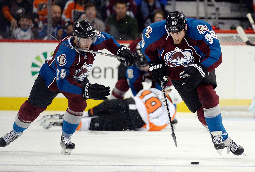 . Colorado Avalanche center Ryan O\'Reilly (90) skates to the puck during the third period against the Philadelphia Flyers January 2, 2014 at Pepsi Center. (Photo by John Leyba/The Denver Post)