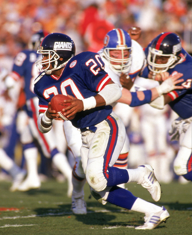 . Running back Joe Morris #20 of the New York Giants carries the ball against the Denver Broncos during Super Bowl XXI at the Rose Bowl on January 25, 1987 in Pasadena, California. (Photo by George Rose/Getty Images)