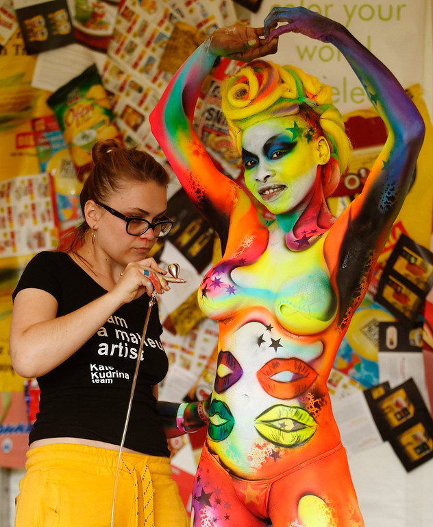 . An artist airbrushes a model during the annual World Bodypainting Festival in Poertschach July 6, 2013. The event takes place from July 5 to 7 at lake Worthersee in Austria\'s southern Carinthia province. REUTERS/Heinz-Peter Bader
