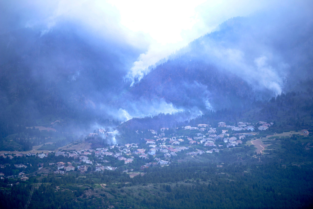 . The Waldo Canyon fire continued to burn in the hills above the Peregrine neighborhood in northwest Colorado Springs Wednesday afternoon, June 27, 2012. Karl Gehring/The Denver Post