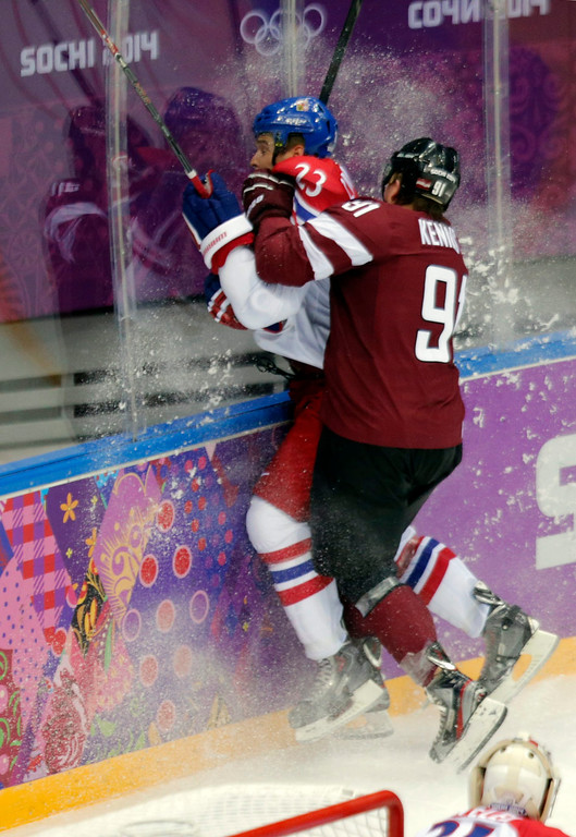 . Zbynek Michalek (L) of Czech Republic fights for the puck with Latvia player Martin Erat (R) during the match between Russia and Sweden at the Bolshoy Ice dom in the Ice Hockey tournament at the Sochi 2014 Olympic Games, Sochi, Russia, 14 February 2014.  EPA/ANATOLY MALTSEV