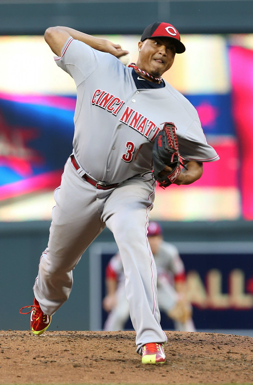 . National League pitcher Alfredo Simon, of the Cincinnati Reds, throws during the third inning of the MLB All-Star baseball game, Tuesday, July 15, 2014, in Minneapolis. (AP Photo/Jim Mone)