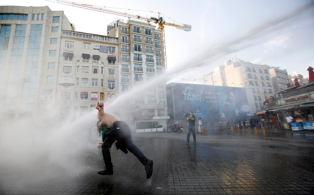 . Turkish riot police use water cannon to disperse demonstrators during a protest against the destruction of trees in a park brought about by a pedestrian project, in Taksim Square in central Istanbul May 31, 2013. REUTERS/Murad Sezer